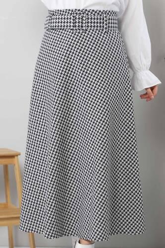 Tesettür Dünyası - تنورة مربعات TSD1613 لون أبيض (1)